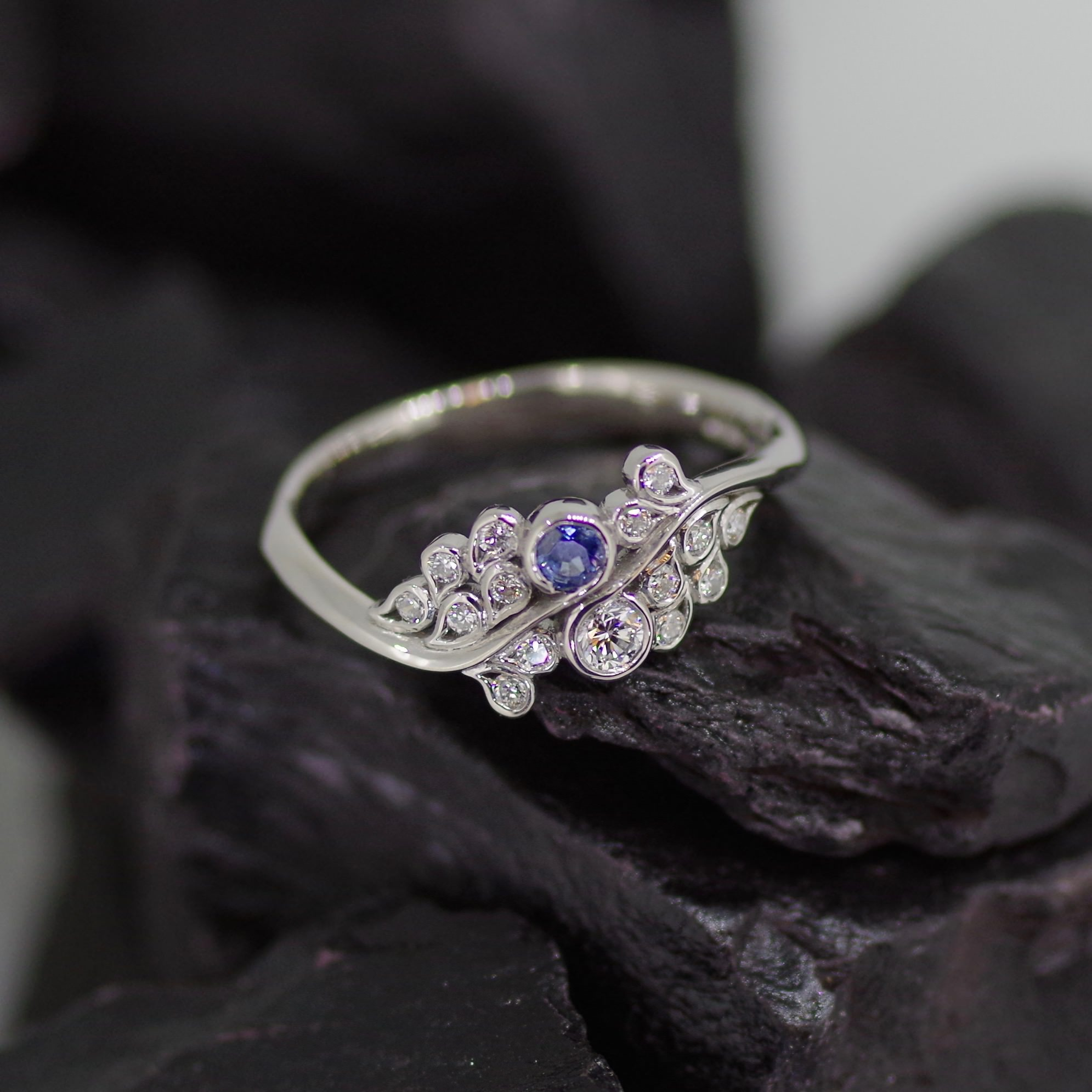 Palladium cluster ring set with Sapphire and brilliant cut Daimonds (ER017)