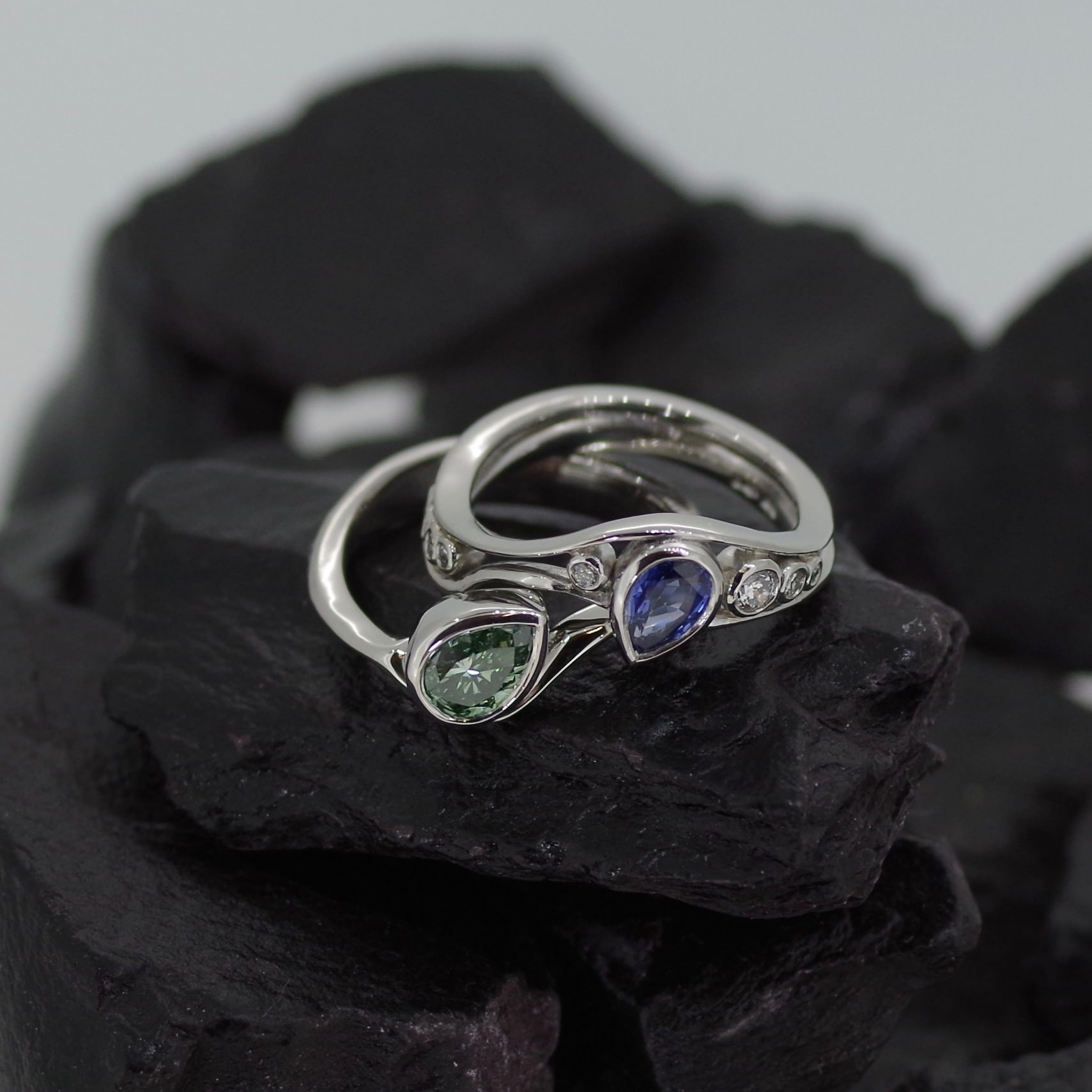 Platinum two part ring set with green Diamond and Sapphire (ref SP005)