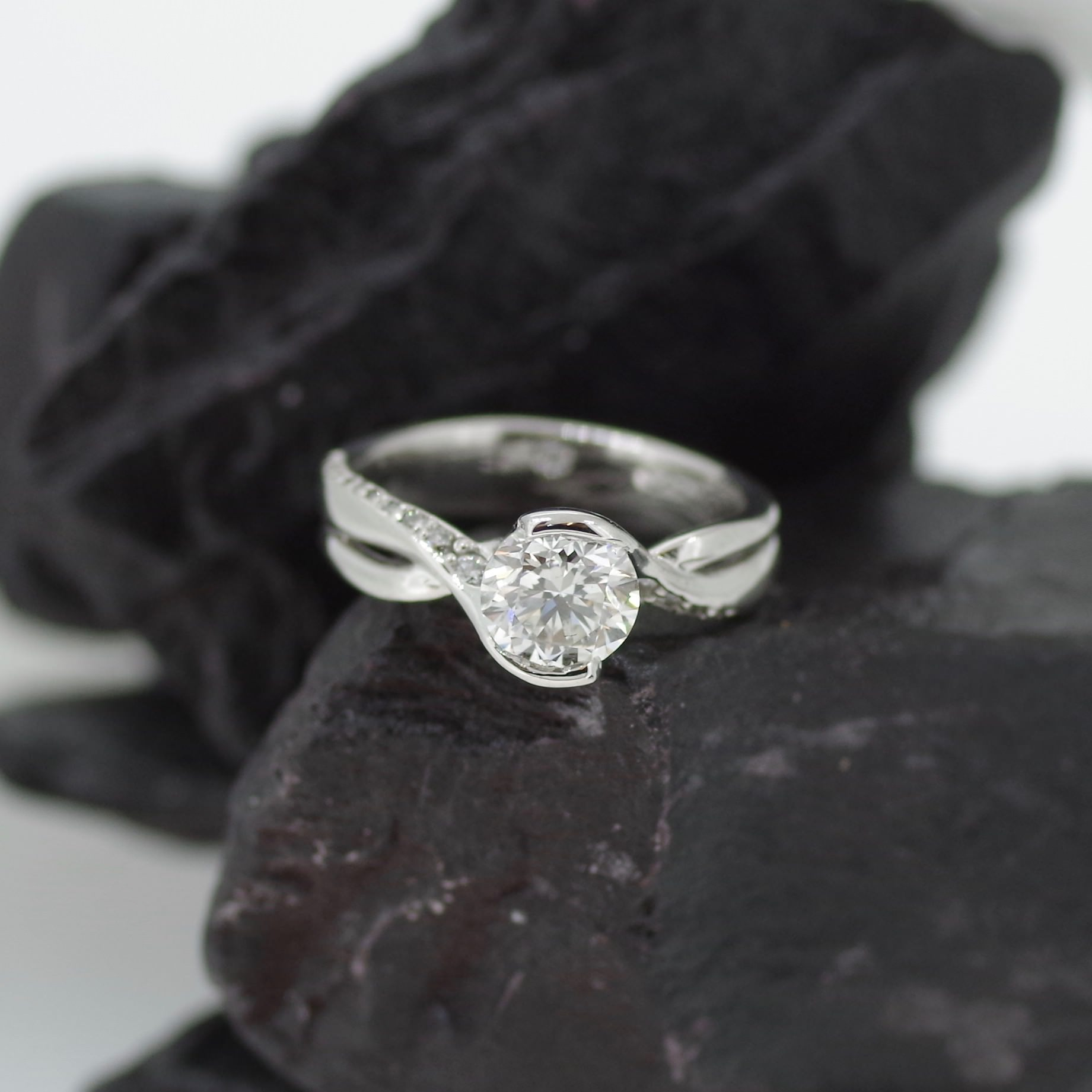 Platinum ring set with 0.90ct brilliant GVS1 grade Diamond and twenty two flanking Diamonds (refER006)