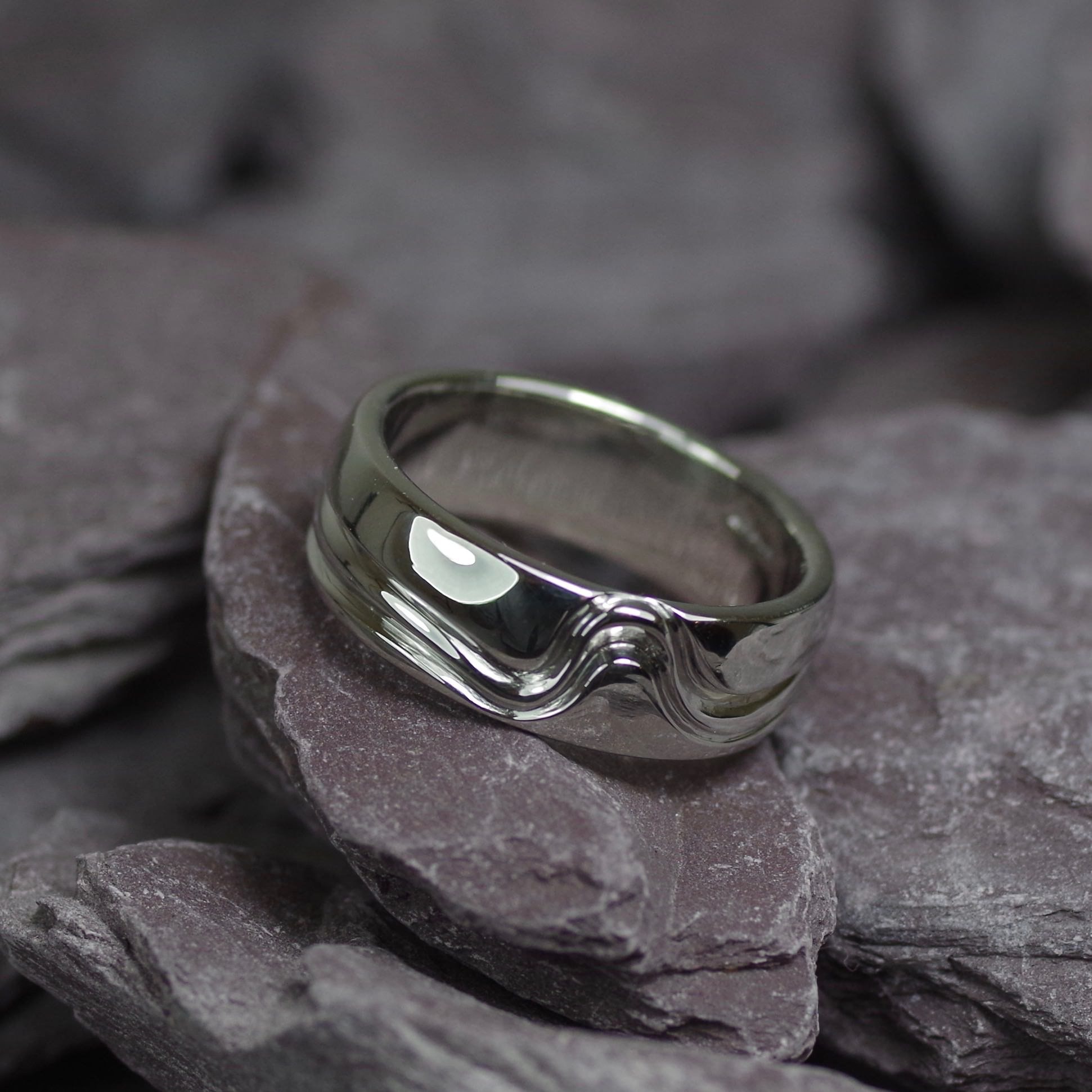 Platinum ring with deep grove detailing (ref WR014)