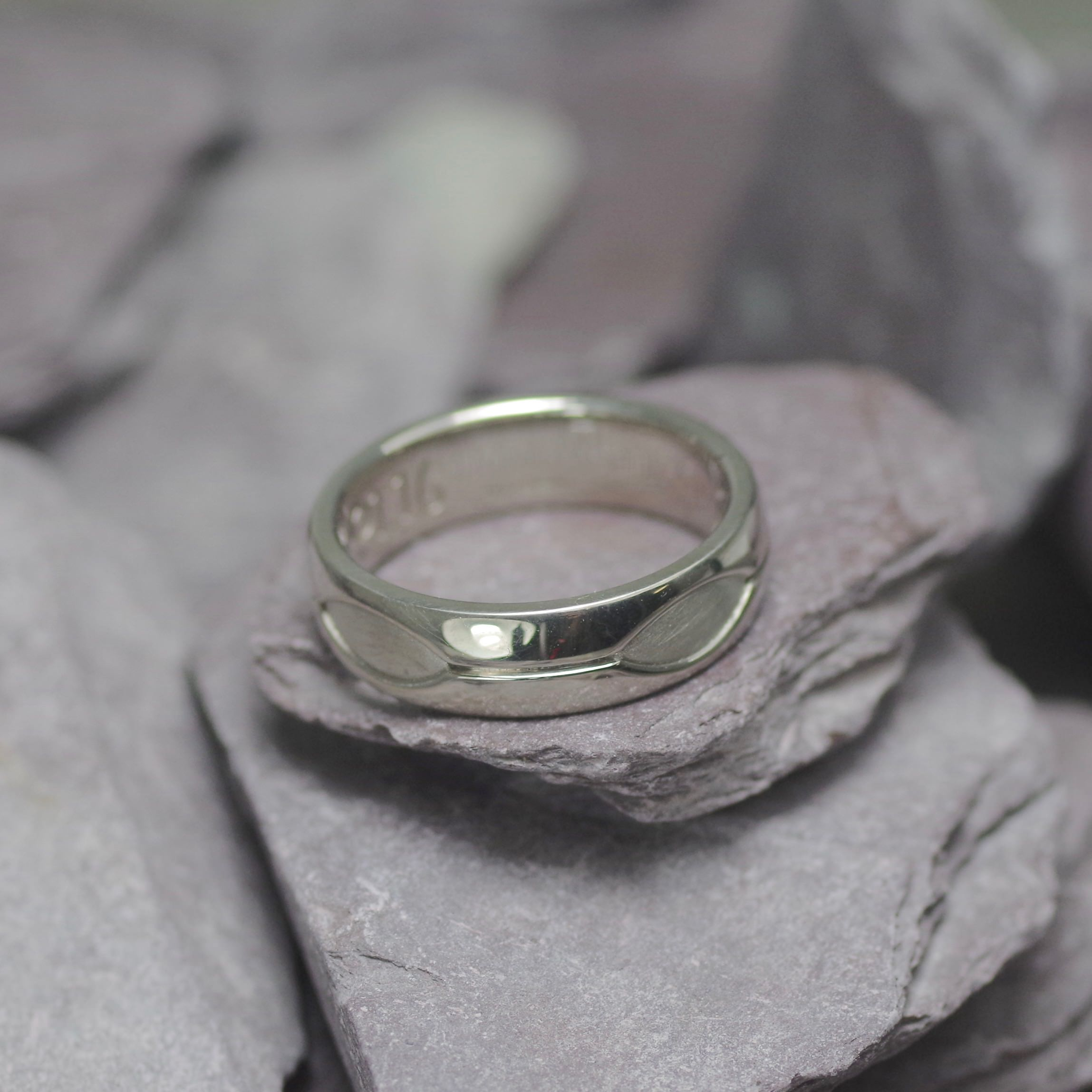 18ct white Gold ring with satin recessed finish (ref WR 011)